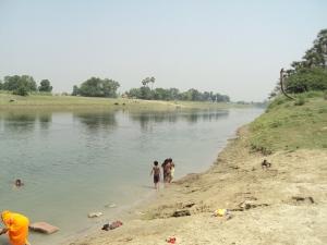 Chhoti Gandak River- Sohagara is on the right of the river