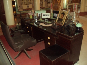Study Desk & Chair of Madhao Rao Scindia