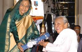 Zohra Sehgal Receiving Padma Vibhushan in 2010