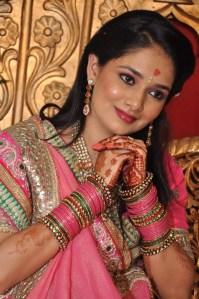 Namita  नारी तुम केवल श्रद्धा हो , विश्वास रजत नग पगतल में , पीयूष स्रोत सी बहा करो , जीवन के  सुन्दर समतल में ।।