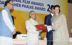 Kalki Koechlin receiving award from President of India Shri Pranab Mukherjee